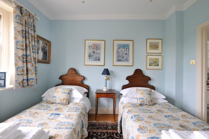 Byford House, Aldeburgh. Gull Room with ensuite.