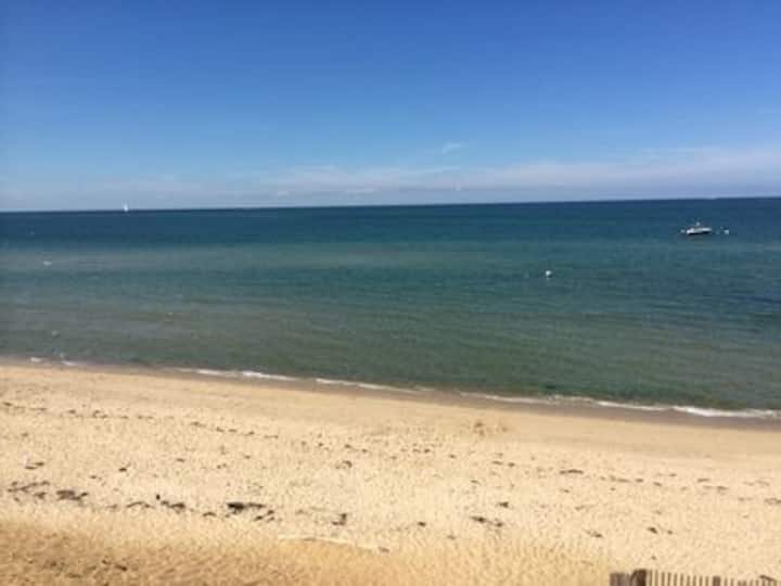 Beach 3 min walk.Rent Month of May & pay no tax!