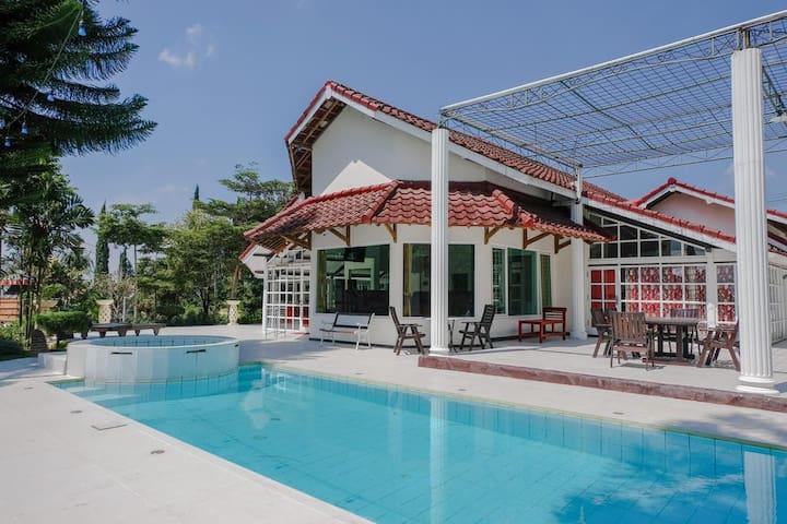 Deluxe Room in Modern Resort Near Angkut Museum