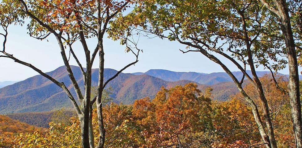 Eagle's Lookout Retreat at Wintergreen Resort, VA - Wintergreen - Casa