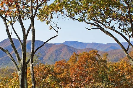 Eagle's Lookout Retreat at Wintergreen Resort, VA - Wintergreen - Hus