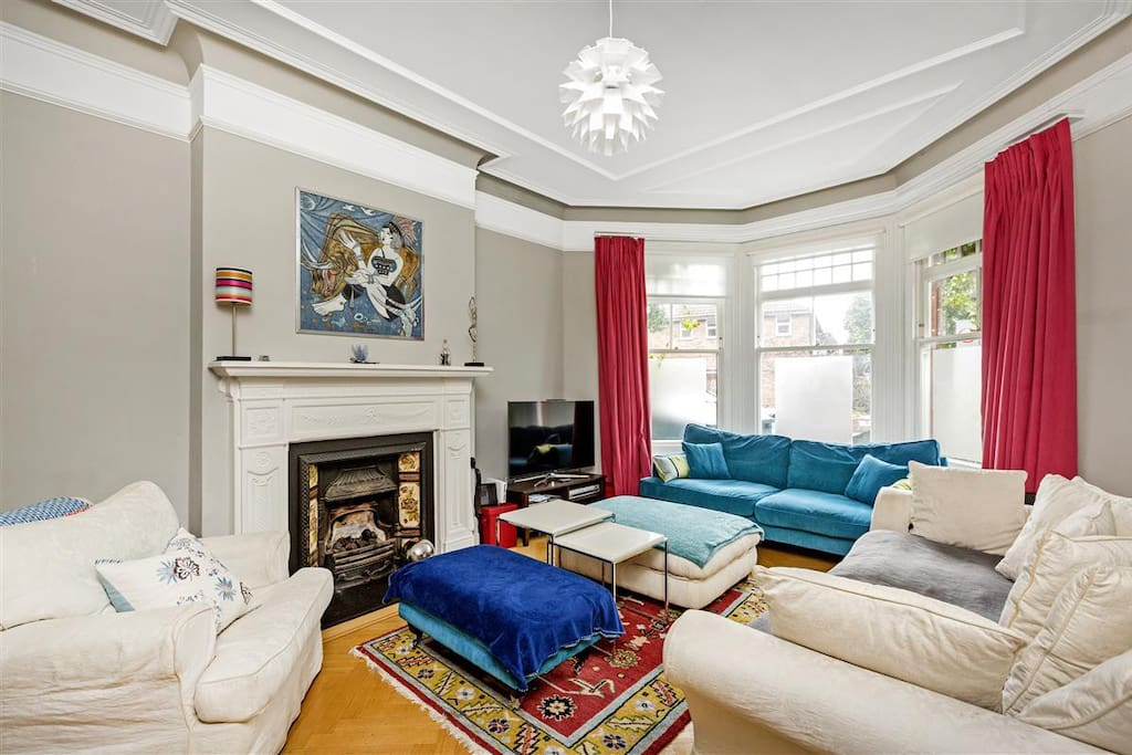 Cosy Living Room with plenty of sofas for lounging around