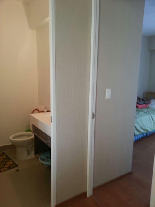 Servicio Higiénico fuera de la habitación.  Toilet out of the bedroom.