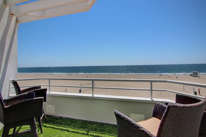 Modern Beach Retreat