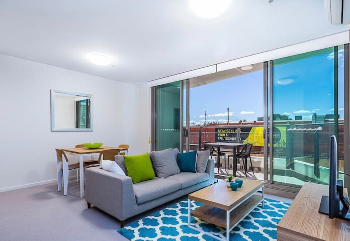 River side apartment close to CBD and the Airport.