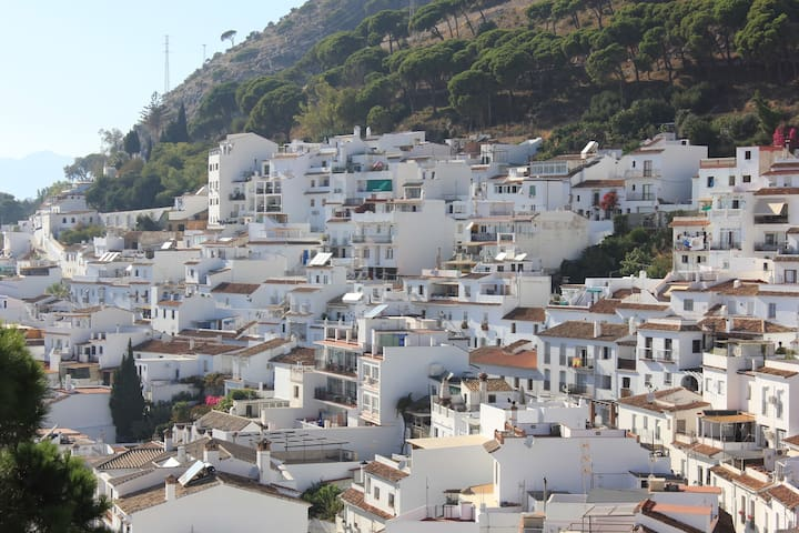 Mijas Pueblo 1 Bed Aptmnt with en Suite & Com Pool