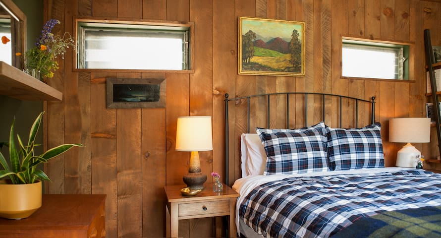 Master bedroom - vintage touches