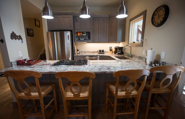 Ski in/out 3BR/3BA WITH HOT TUB! - Park City - House