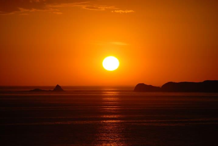 """Absolute Ocean Frontage""""Oceans 180"""" - Sunderland Bay - Huis"""