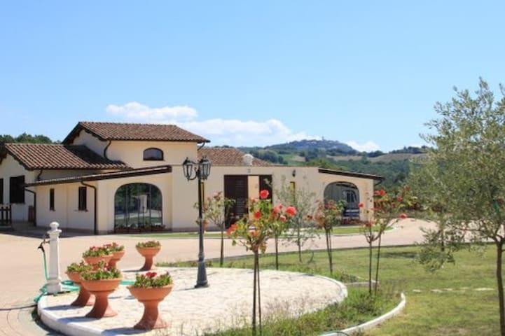 Poggio Turchino - Collazzone - Villa