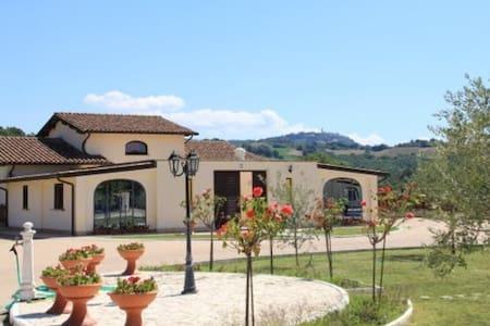 Poggio Turchino - Collazzone - Vila