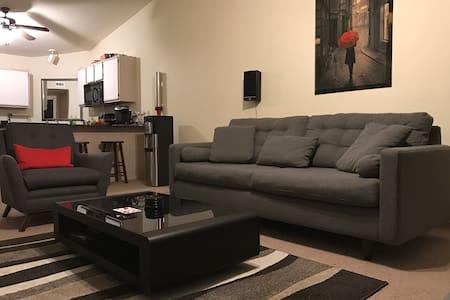 Modern 2BD/2BA Unit - 诺曼(Norman) - 公寓