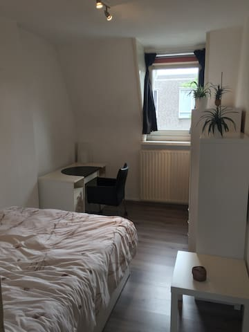 Comfortable room ~5 min walk to station and centre