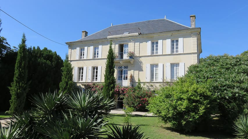Chateau with private pool, beach nearby - Saint-Just-Luzac - 一軒家
