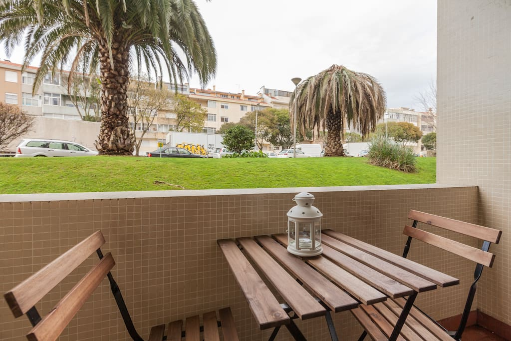 With garden view comfortable balcony where you can enjoy Porto pure fresh air and nice sunshine. Total relax to enjoy your holidays.