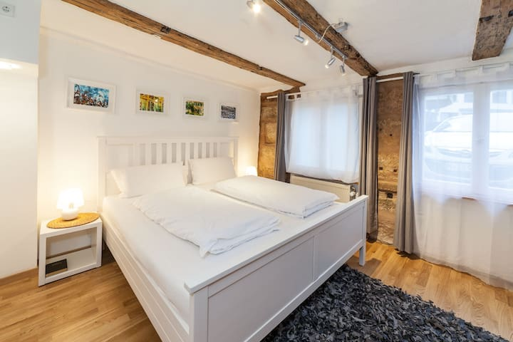 16 min fair centre-  WiFi - Comfort Bett - Coffee - Nürnberg - House
