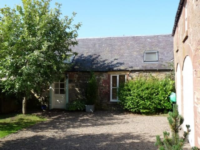 STABLE COTTAGE, Minto, Scottish Borders - Minto