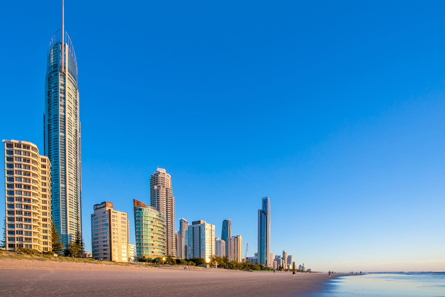 Q1 Building and Surfers Paradise beach