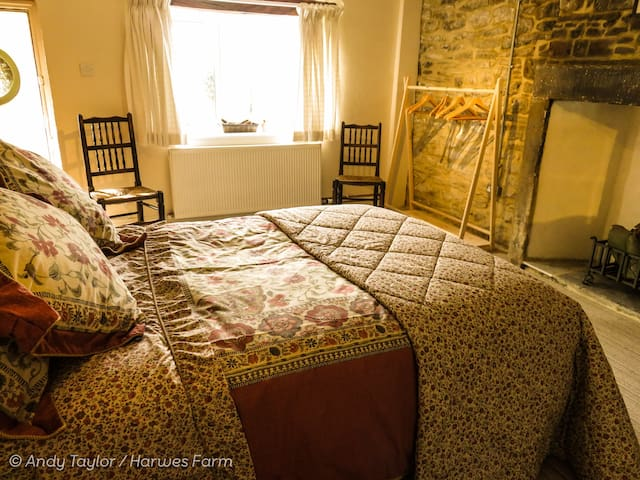 Harwes Farm Cottage - Colne