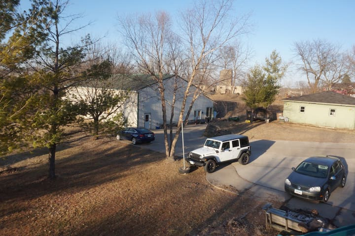 Large House on 4 Acres In Urbandale City Limits