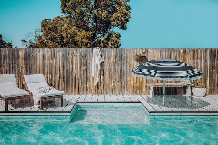 Littledoylees' Beach House w/ Pool @ CABA BEACH
