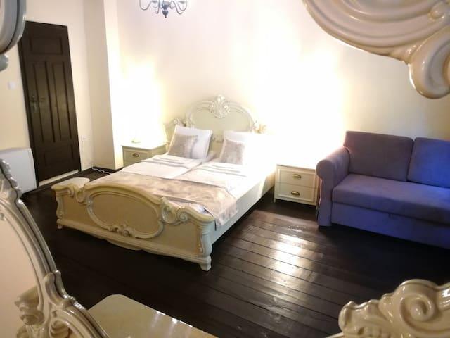 Double room(double bed+double sofa bed) HiStoryInn