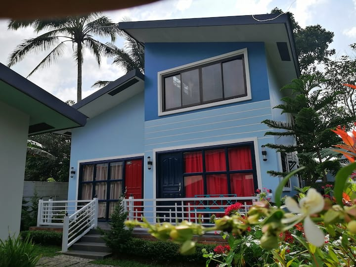 Blue's House in Tagaytay by BR (No Pets allowed)