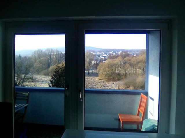 Schönes helles Zimmer mit Balkon!