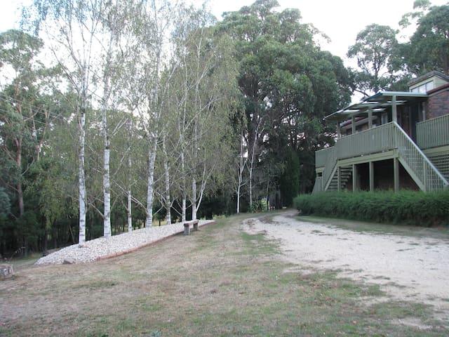 'Abbey's Garden' - 2Bdr quiet Country Getaway - Woodend - บ้าน