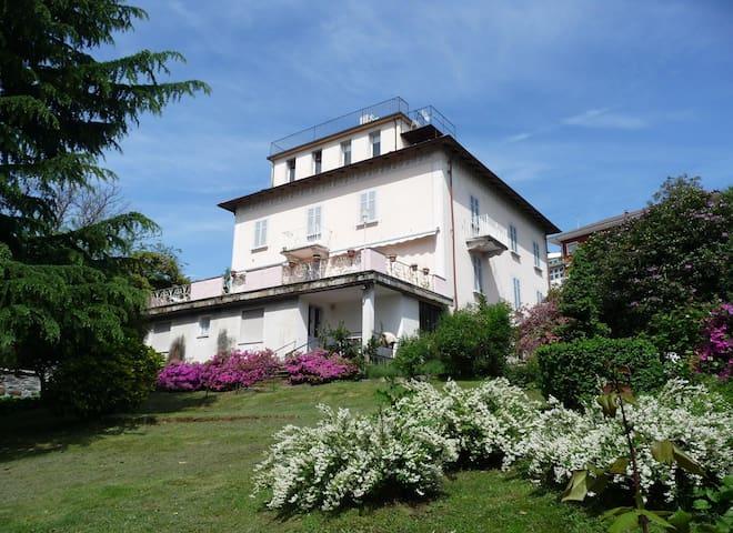 La mansarda con terrazzo panoramico - Miasino - Apartament
