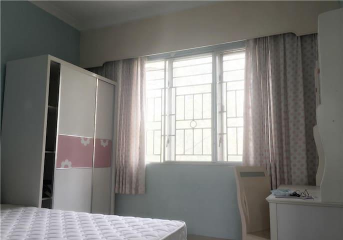 小区位于金融路和海涛路交汇处,周边生活配套齐全成熟 - Shenzhen - House