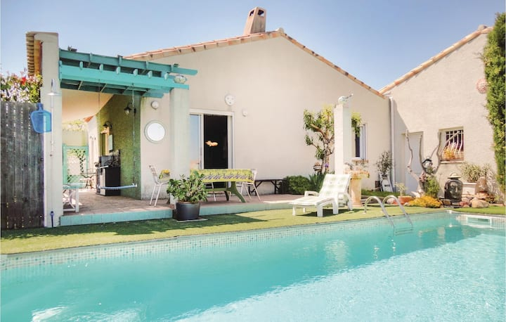 Nice home in Servian with WiFi and 2 Bedrooms