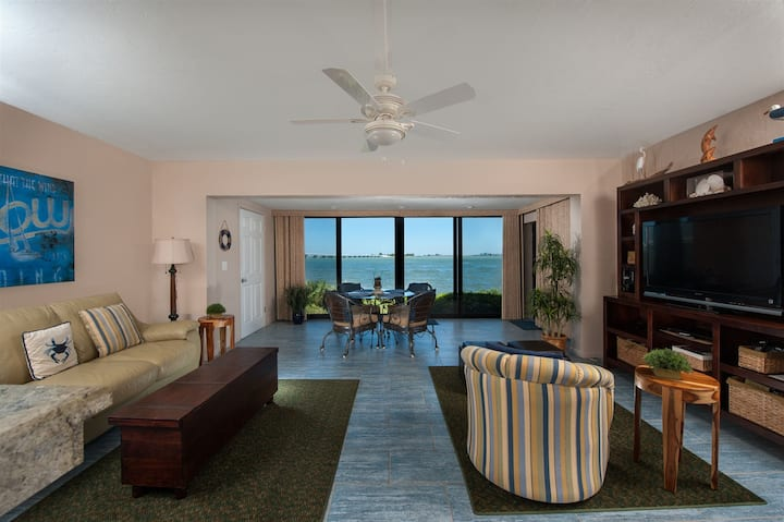 Luxe Ground Floor Residence at Mariner Pointe Sanibel- PLEASE SEND REQUEST PRIOR TO BOOKING