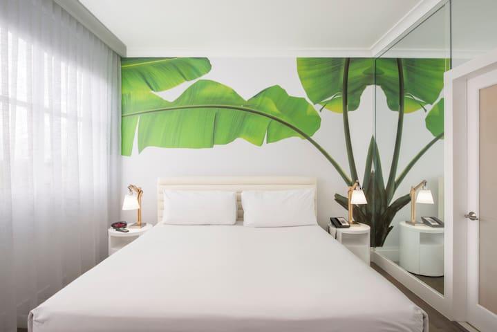 Penthouse Room - King Bed & Breakfast-Near beach