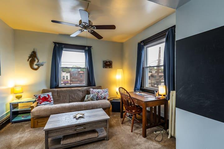 Private Second Floor 1 Bedroom Apartment w/ futon.