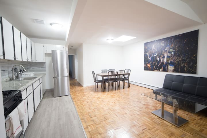 3 Beds in Private Room 2 - 20 Minutes to Manhattan