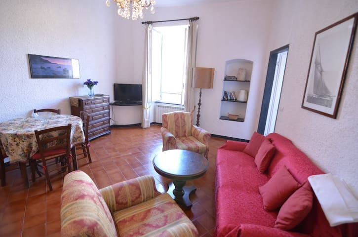 Apartment in the historical center of Levanto