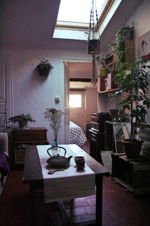 Le salon avec vue sur la chambre