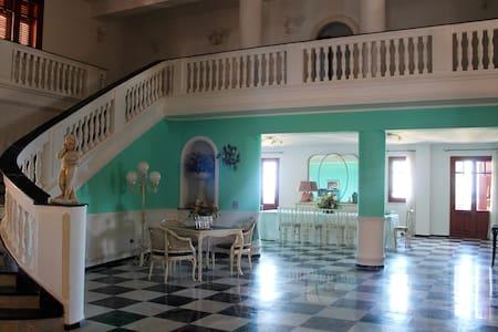 Grande casa ideale per famiglie - Палермо