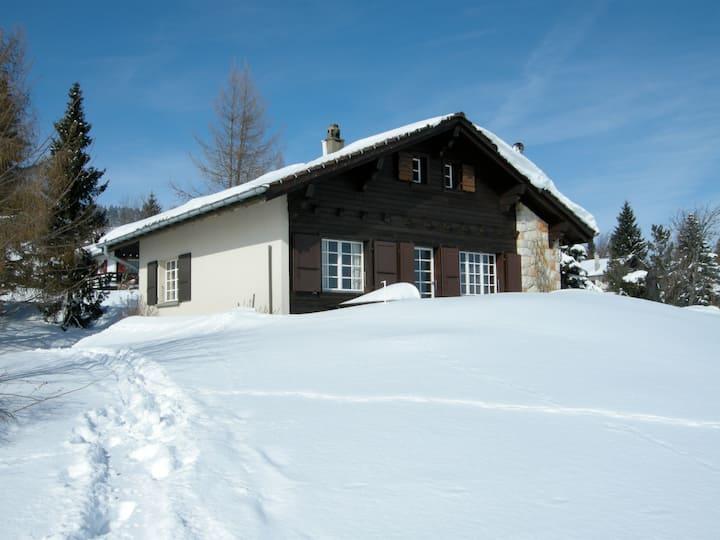 Chalet dans le Jura vaudois avec vue panoramique