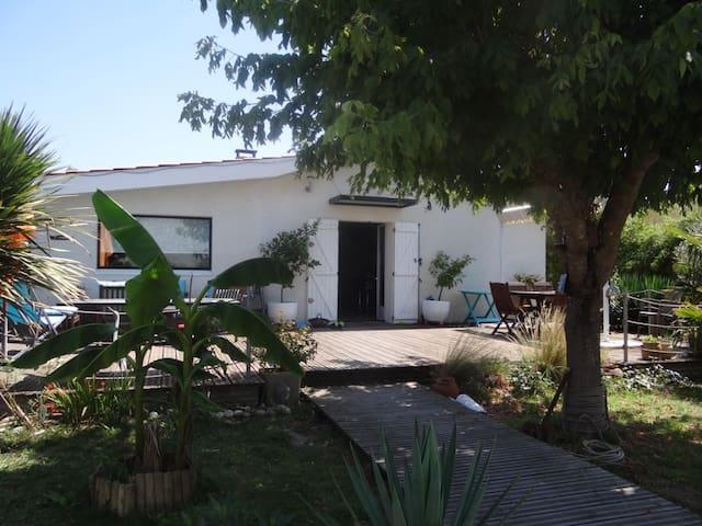 maison agréable et tranquille +Jacuzzi