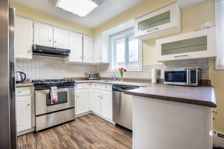 Top apartment close to lake and public transit