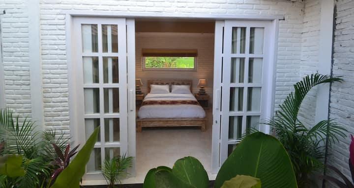 Room @CENTRAL Canggu. 1 KM to Batu Bolong Beach(4)