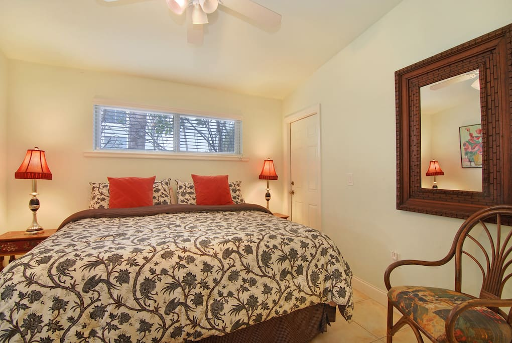 King bedroom at 20 Gulf