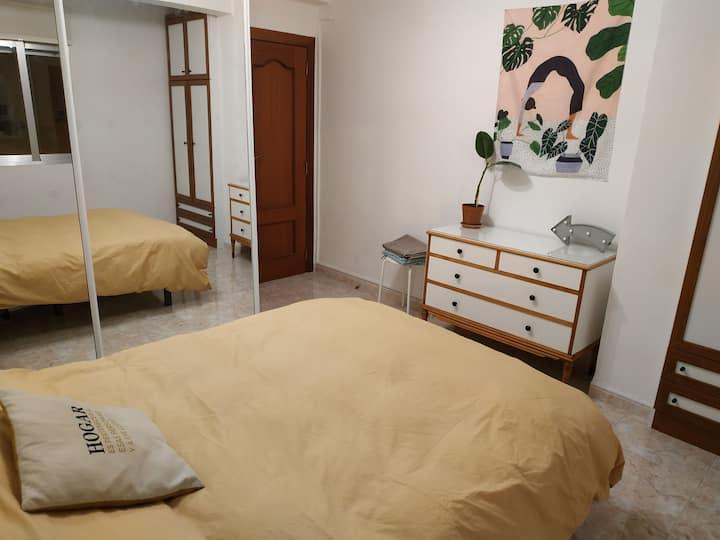 Amplia, encantadora y tranquila habitación doble
