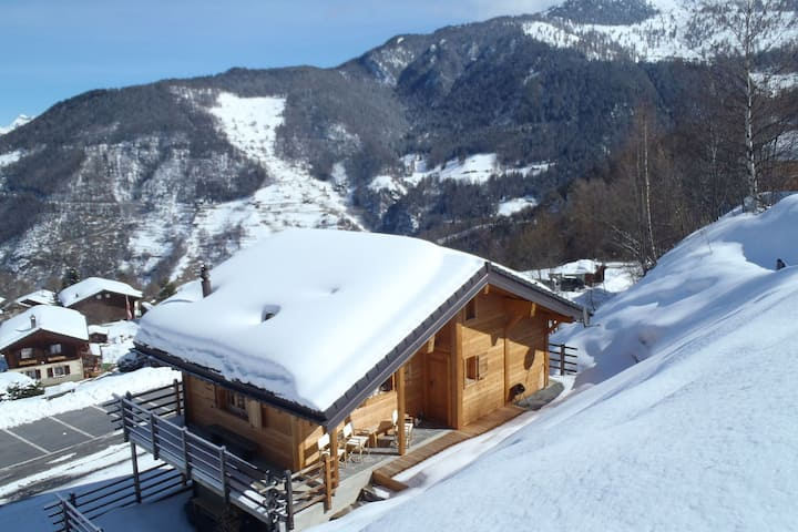 A beautifully located, detached chalet with delightful views in La Tzoumaz.