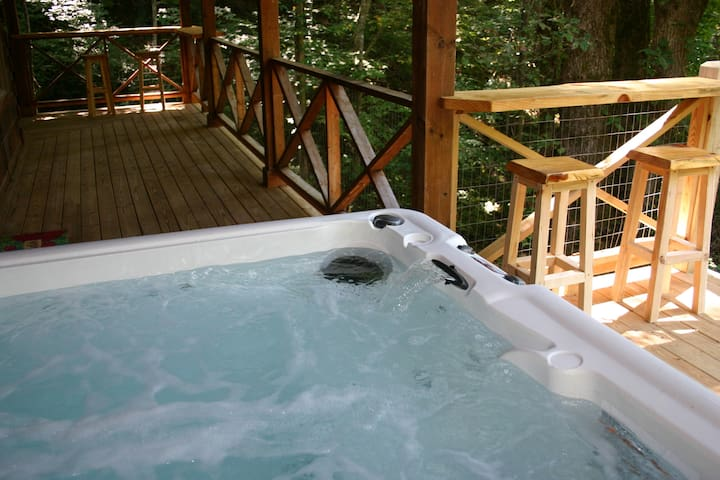 Hot tub and bar overlooking creek below