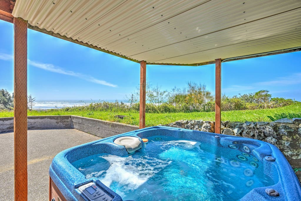 Enjoy easy access to the ocean when you escape to this amazing 3-bedroom, 2-bathroom vacation rental in McKinleyville, California.