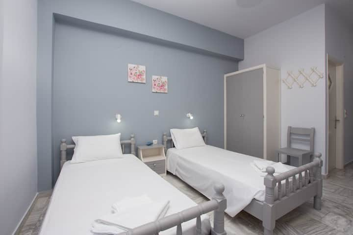 Theodora Studios for 2 guests in central Argasi!