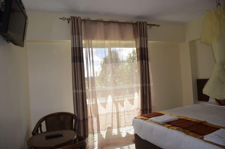 Keroka Hilltop is spacious and has beautiful rooms